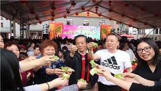 在狮山官窑生菜会会馆举行的千人生菜宴,中午和晚上共筵开近520桌,李仁生摄_副本.jpg