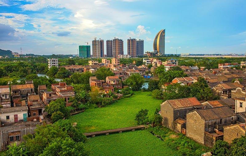 """今年5月,西江新城举办了""""城市未来 在水一方""""摄影大赛,共有100多名摄影爱好者参加比赛,收到作品近千幅。(作品名:时代的变迁,作者:陈永雄,拍摄地:西江新城)"""