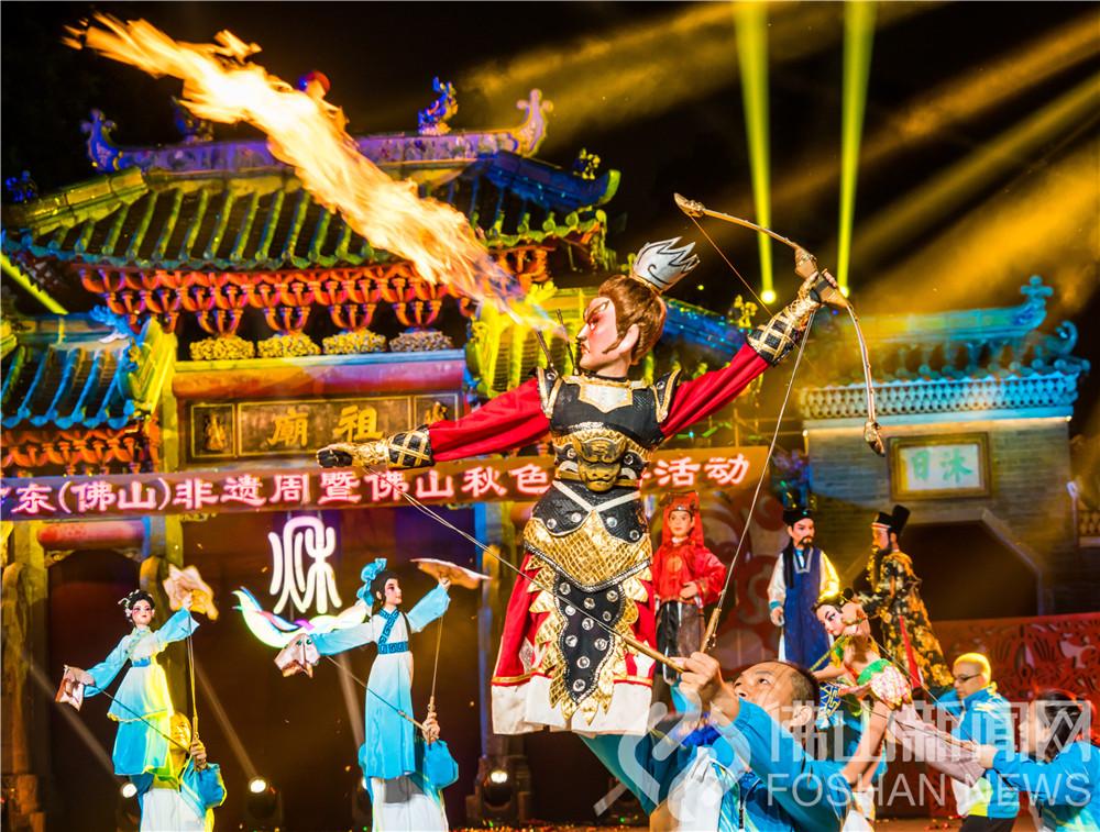 秋色巡游节目精彩纷呈,是一场汇聚多元创新文化与本土传统文化的民俗文化盛会。穿行者摄