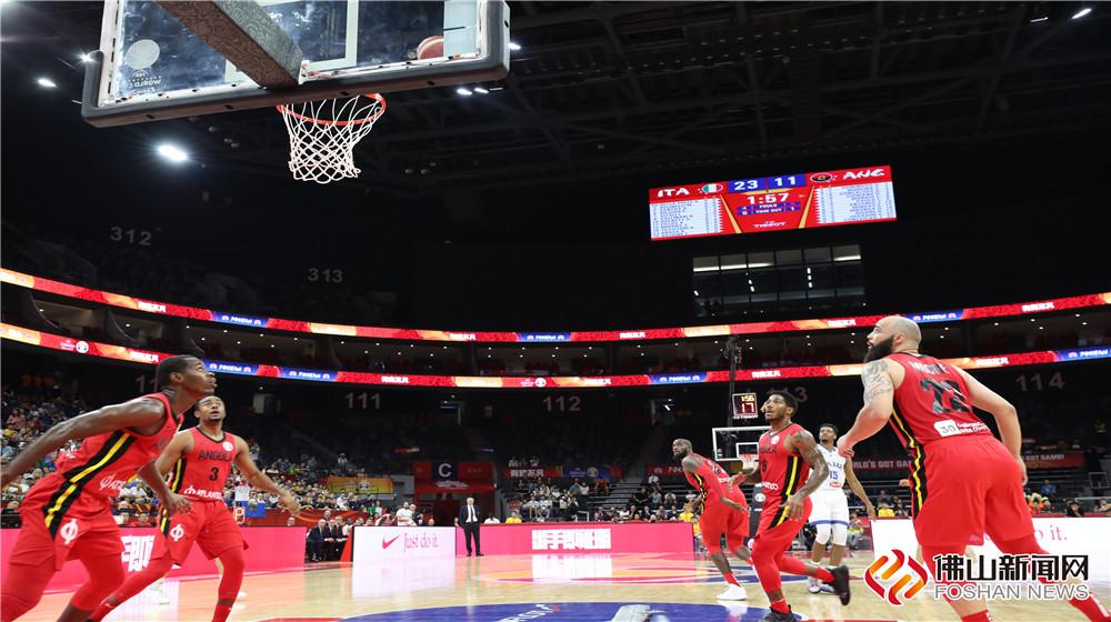"""9月2日,欧洲劲旅意大利迎战非洲""""猛汉""""安哥拉,篮球世界杯威尼斯人棋牌游戏平台赛区再次沸腾了。"""