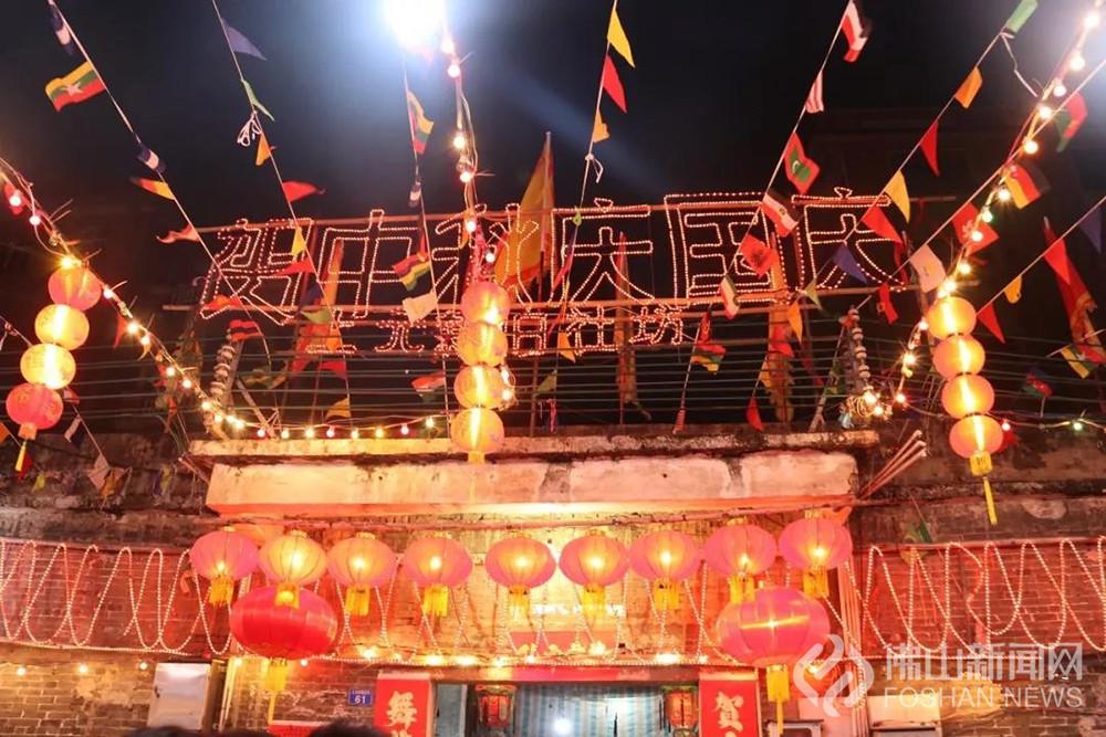 中秋团圆夜,南庄镇上元村火龙舞动,秋色巡游,万人观看百年民俗——舞