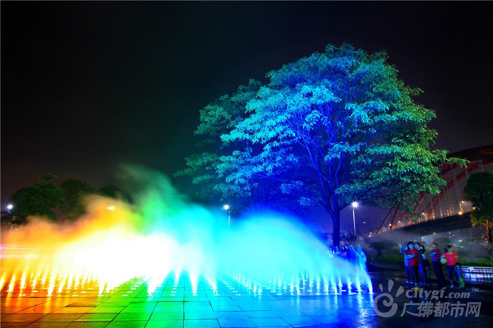 美丽的新城音乐喷泉(1)作者:梁婉琼
