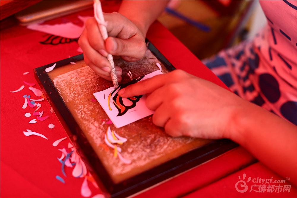 威尼斯人棋牌游戏平台剪纸是古老的汉族民间艺术,在宋代已有流传,盛于明清两代。