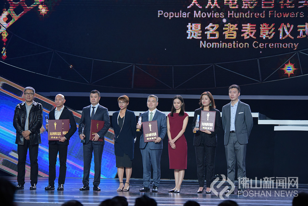 第34届大众电影百花奖最佳导演提名上台接受表彰。(图:通讯员一番)