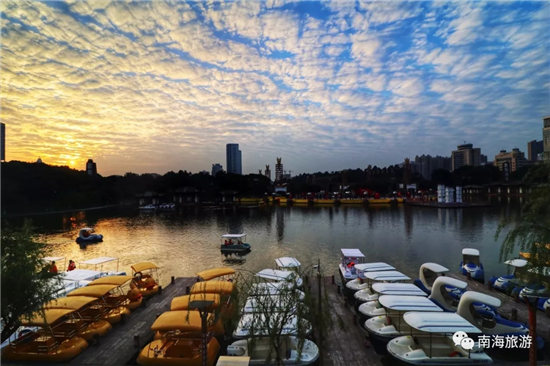 2018年粤桂黔高铁经济带建设摄影作品展揭幕